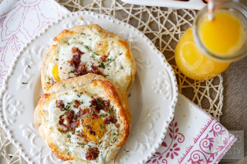 Quick & Easy Bacon, Egg & Cheese Tart // A deliciously rich breakfast that is ready in less than 30 minutes. Perfect for Sunday mornings or special occasions. | Tried and Tasty