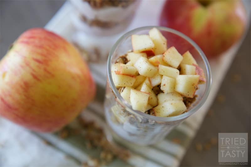Apple Pie Parfait // A perfect healthy fall breakfast idea that's completely guilt free!   Tried and Tasty