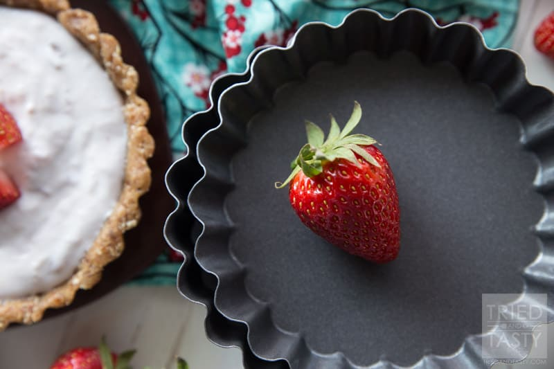 5-ingredient No Bake Strawberry Tart // What's better than a no bake dessert? One that's only five ingredients! This 5-Ingredient No Bake Strawberry Tart is both delicious and perfect for any special occasion!   Tried and Tasty
