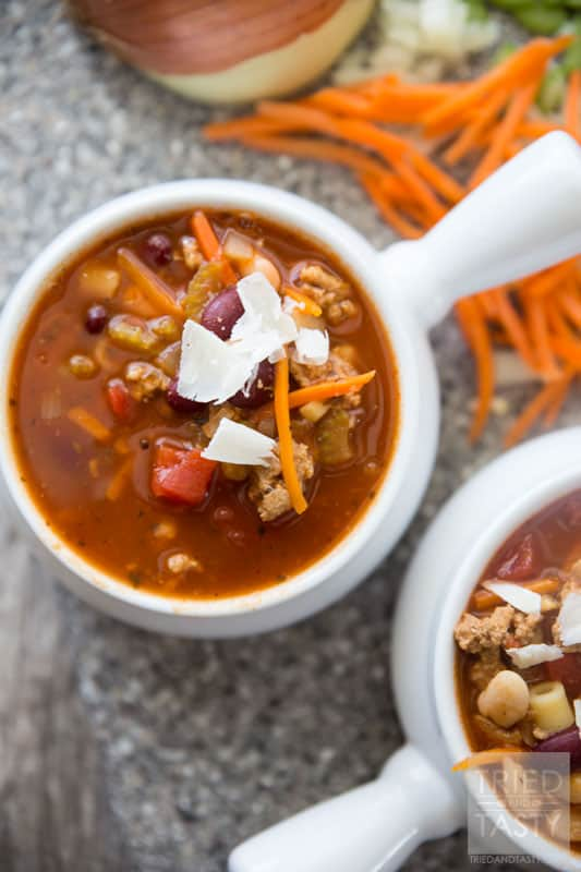 Copycat Olive Garden Pasta e Fagioli // If you've ever tried this soup at Olive Garden, chances are you'd love to be able to make it at home. Now you can with this delicious copycat recipe! This healthy soup is hearty, filling, and simple to throw together!   Tried and Tasty