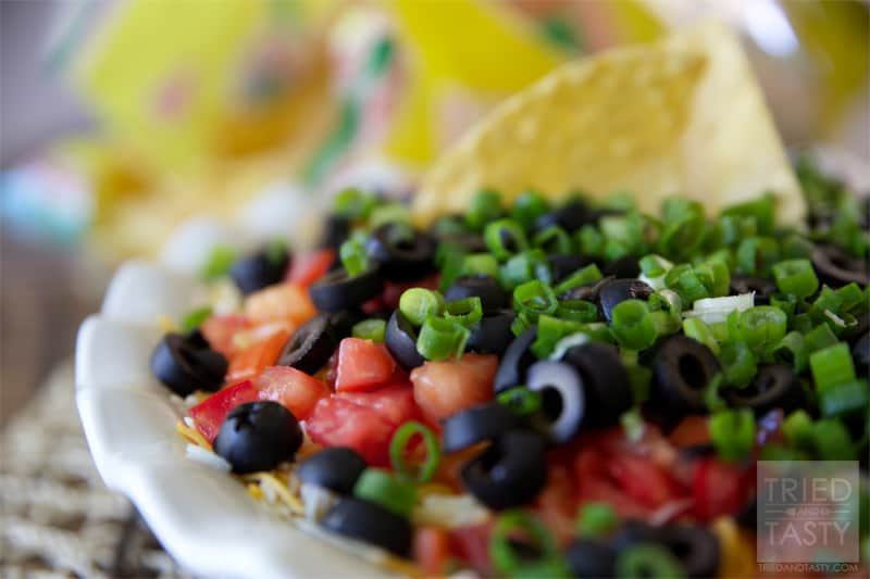 Seven Layer Dip // Perfect for parties, tail-gaiting, football season, or other various get togethers. Seven Layer Dip is an all-around tasty dip everyone loves! | Tried and Tasty