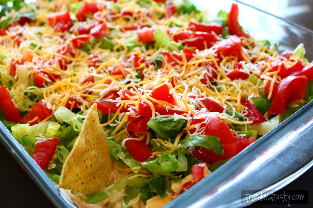 Taco Dip // This is THE perfect dip! It's a fun new twist on 'seven layer dip' that you will fall in love with!   Tried and Tasty