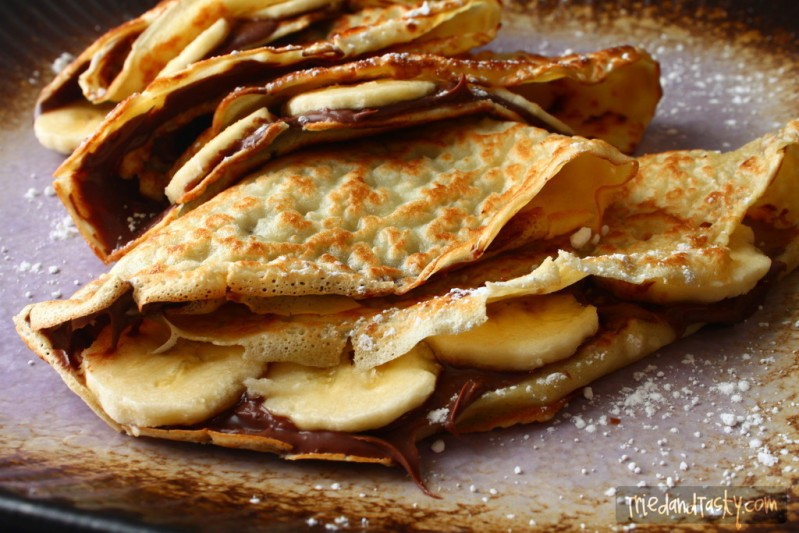 Banana-Nutella Crepe // These crepes make for a great brunch or snack without throwing your calories overboard! | Tried and Tasty