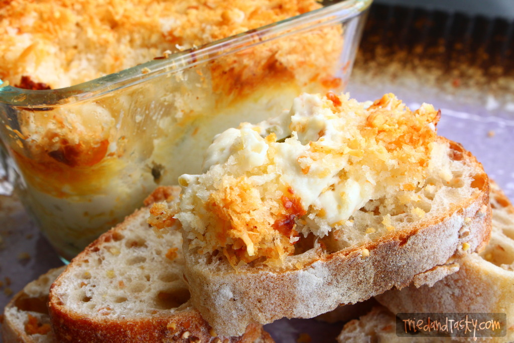 Jalapeno Popper Dip // If you like jalapeno poppers, you will LOVE this Jalapeno Popper Dip.  And it's easy to adjust the intensity of the jalapenos to your liking!   Tried and Tasty