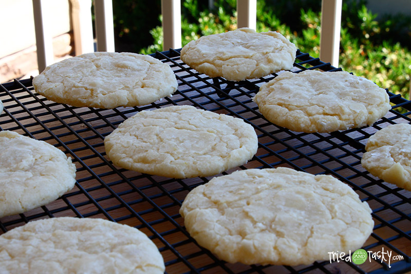 Lemon Crinkle Cookies // These Lemon Cookies are so soft and addictive.  I just love lemon! | Tried and Tasty