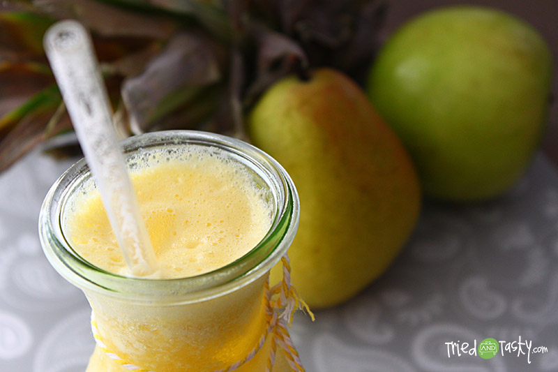 Pineapple Pear Apple Juice // This delicious fruit juice is perfect for using those fruits that almost over-ripe! | Tried and Tasty