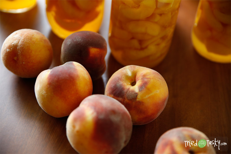 Canning Peaches // Try canning your fresh peaches so you can enjoy them all year! | Tried and Tasty