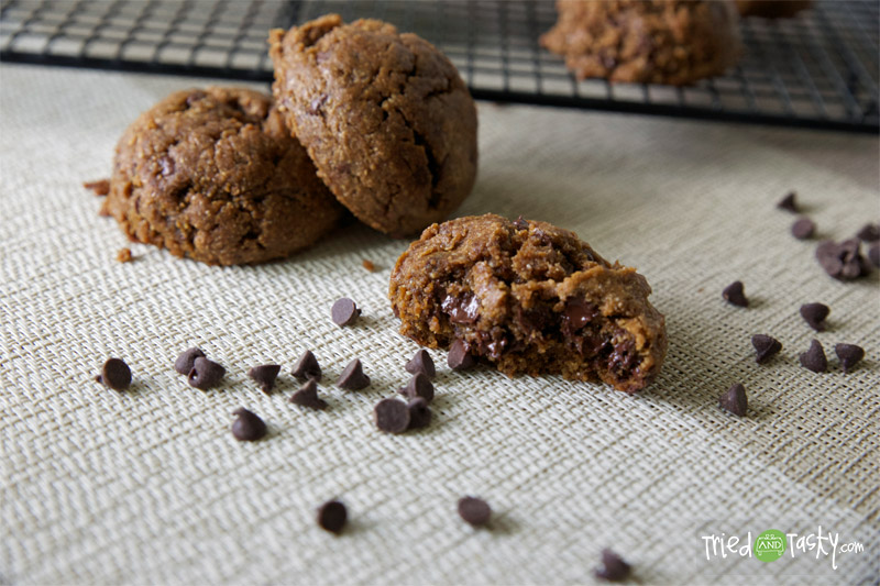 Coconut Oil Chocolate Chip Cookies // I'm a big fan of coconut oil.  It works so well in these cookies! | Tried and Tasty
