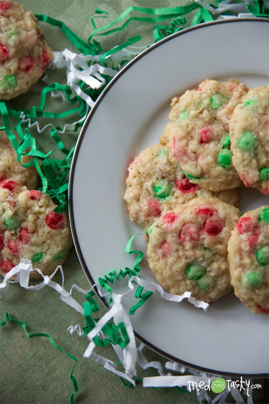 Holiday Oat Drops // I love oatmeal cookies. I also love coconut. Put them together with some M&M mini's and you've got yourself the PERFECT holiday cookie! | Tried and Tasty