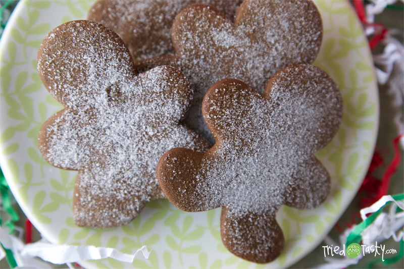 Old Fashioned Molasses Cookies // These rich and flavorful cookies taste just like Christmas! | Tried and Tasty