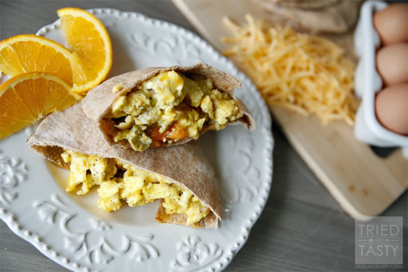 Breakfast Pita Scramble // A quick and easy breakfast that's ready in a jiffy, keeps you full for quite a bit, and healthy! | Tried and Tasty