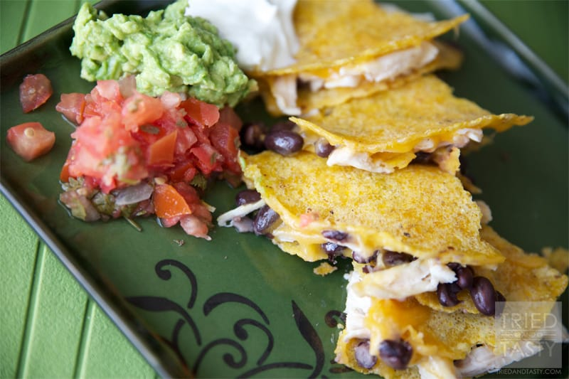 Quick & Easy Black Bean, Cheese & Chicken Quesadillas // This perfectly easy meal ready in less than 30 minutes.   Tried and Tasty