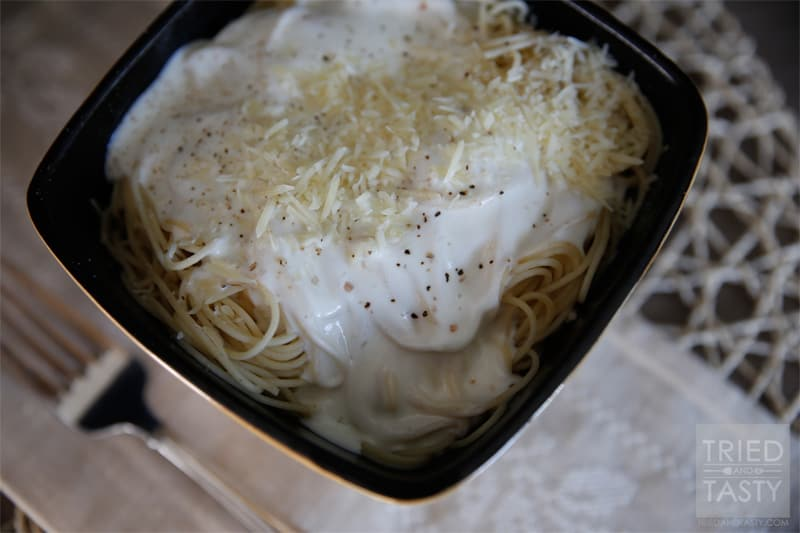 Skinny{er} Homemade Alfredo Sauce // This Alfredo sauce is easy, creamy, and delicious! | Tried and Tasty