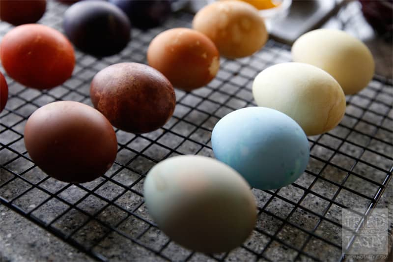Natural Easter Egg Dye Recipes // A great alternative to using artificial food coloring for dying your Easter eggs! | Tried and Tasty