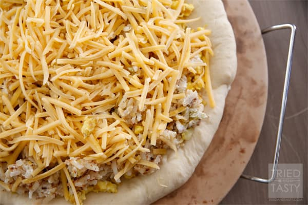 Rhodes Potatoes & Cheese Bruncheros // A taste of Mexican flavor combined with your favorite hash browns makes this recipe a delicious twist on the standard breakfast fare. | Tried and Tasty