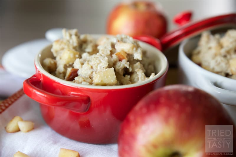 Caramel Apple Oatmeal // Ever wanted a caramel apple for breakfast? Now you can have it! Best part about it is this Caramel Apple Oatmeal is good for you! Made without refined sugars or sugary syrups, you can feel good starting your day with this 'treat'! | Tried and Tasty