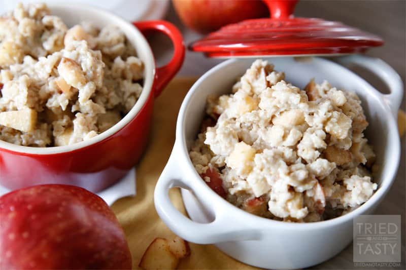 Caramel Apple Oatmeal // Ever wanted a caramel apple for breakfast? Now you can have it! Best part about it is this Caramel Apple Oatmeal is good for you! Made without refined sugars or sugary syrups, you can feel good starting your day with this 'treat'!   Tried and Tasty