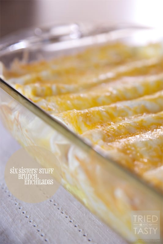 Six Sisters' Stuff Brunch Enchiladas // Who says enchiladas are only for dinner? These Brunch Enchiladas are the perfect dish to feed a crowd for a weekend breakfast, Saturday brunch with your favorite people or after church Sunday afternoon! | Tried and Tasty