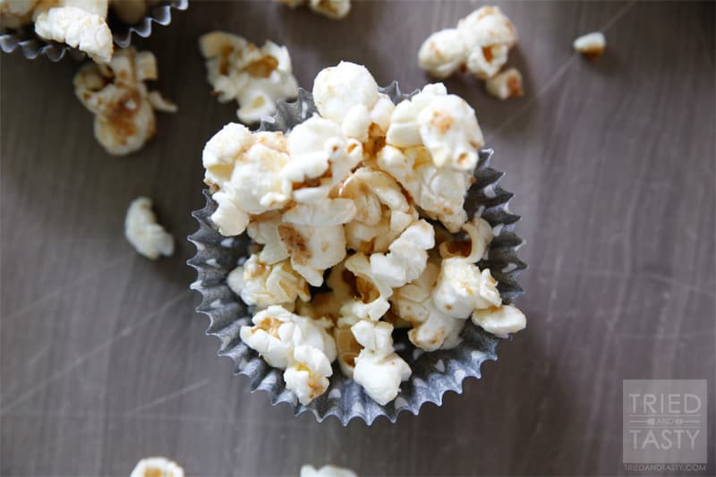 Healthy Caramel Popcorn // Who says you can't have a delicious healthy treat? You can! This Healthy Caramel Popcorn will curb your sweet tooth with just the right amount of sweetness. Enjoy this during your next movie! | Tried and Tasty