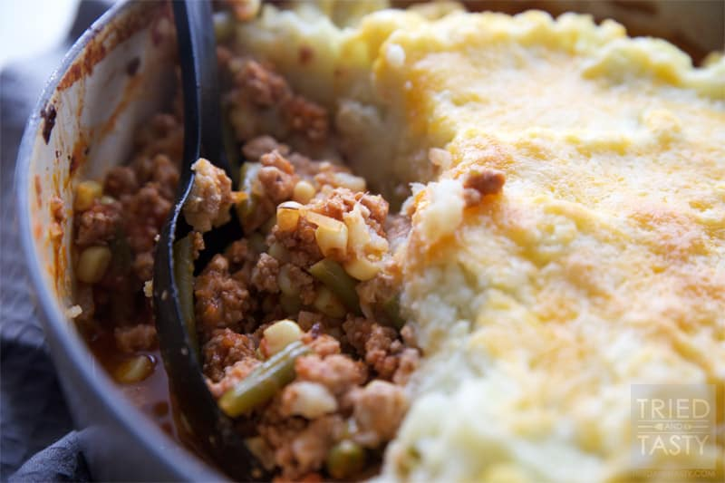 Mashed Cauliflower Shepherd's Pie // A healthy delicious & quick meal. With the exception of steaming the cauliflower, this is a one pot meal: easy peasy! | Tried and Tasty