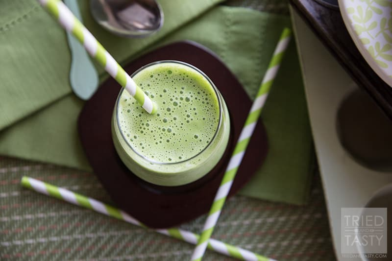The Beginners' Green Smoothie // Ever wanted to make a green smoothie but just couldn't muster up the courage? This beginner friendly smoothie is perfect, with just a touch of greens you'll get nutrition without shocking your taste buds too much! | Tried and Tasty