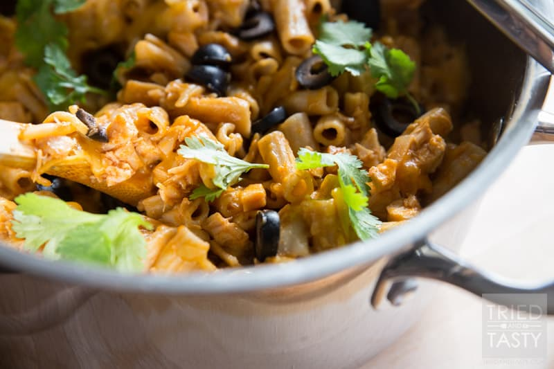 One Pot Chicken Enchilada Pasta // Do you ever get tired of making a mess of the kitchen while trying to feed your family? If so, this one pot meal is perfect for you! A great Mexican dish without all of the fuss! | Tried and Tasty
