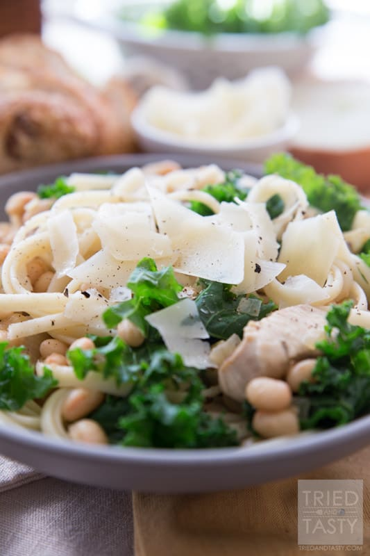Chicken & Kale Linguine // This healthy Spring dinner is perfect for the warm nights ahead. It's a light and refreshing variation of linguine that's bright in flavor and bright in nutrients! Made without any butter or cream, a great way to lighten up your meal! | Tried and Tasty