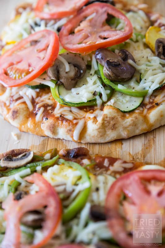 Grilled Veggie Flatbread Pizza // Looking for a low-cal dinner idea to use up some of those garden fresh veggies you've probably got in abundance? This pizza is perfect! It's tasty, is easy, and it's great for those watching their calories! |Tried and Tasty