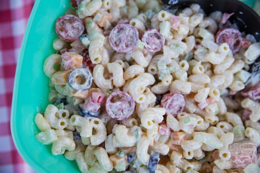 Summer Macaroni Salad // Hosting a party or summer BBQ? Whip together this quick & easy macaroni salad to pair with all the hot dogs, hamburgers, fruit salad and more! Ready in no time, this will be the perfect addition to your feast. | Tried and Tasty