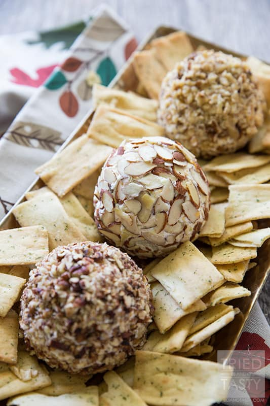 Artichoke & Jalapeno Cheeseball // This quick & easy appetizer is PERFECT for the holidays and only has FOUR ingredients! Simple & delicious, the perfect party starter! | Tried and Tasty