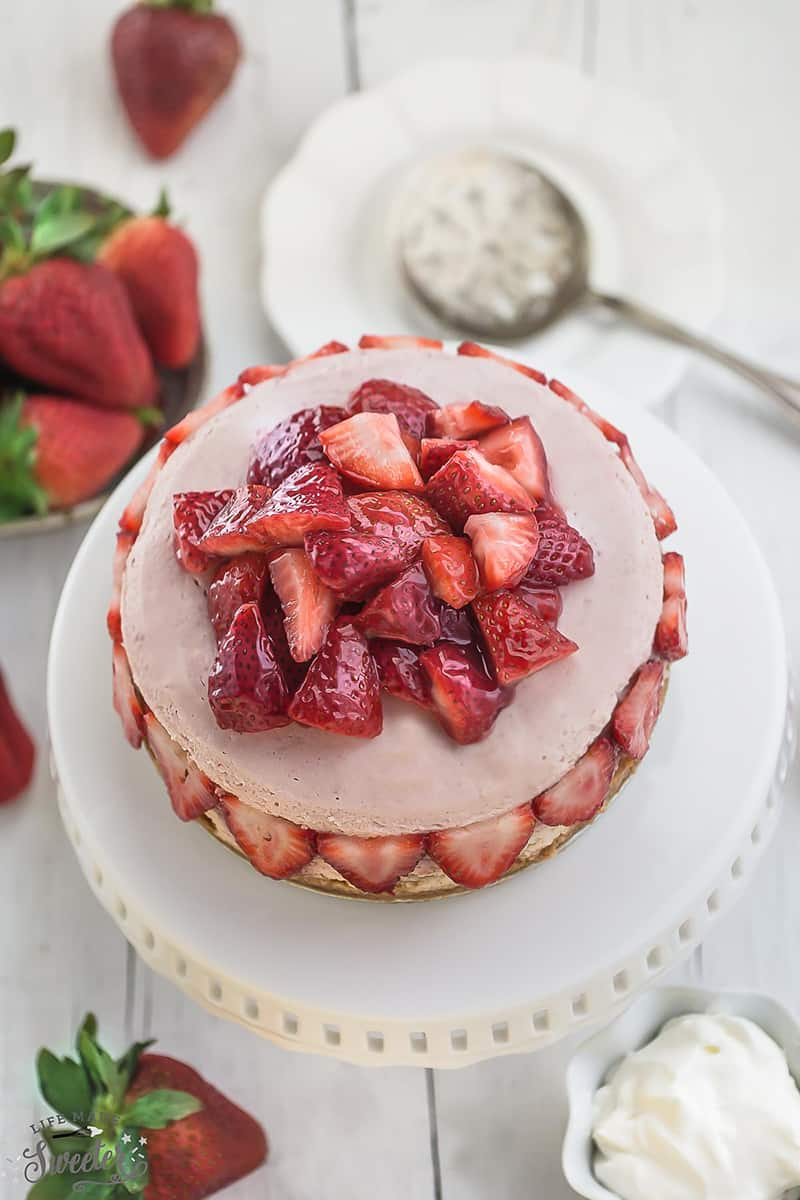 Slow Cooker Strawberries and Cream Cheesecake