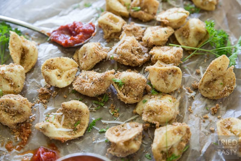 Baked Itallian Tortellini // These little morsels of deliciousness are perfect dunked in marinara. A great appetizer before your favorite Italian meal that everyone will fall in love with at first bite!   Tried and Tasty