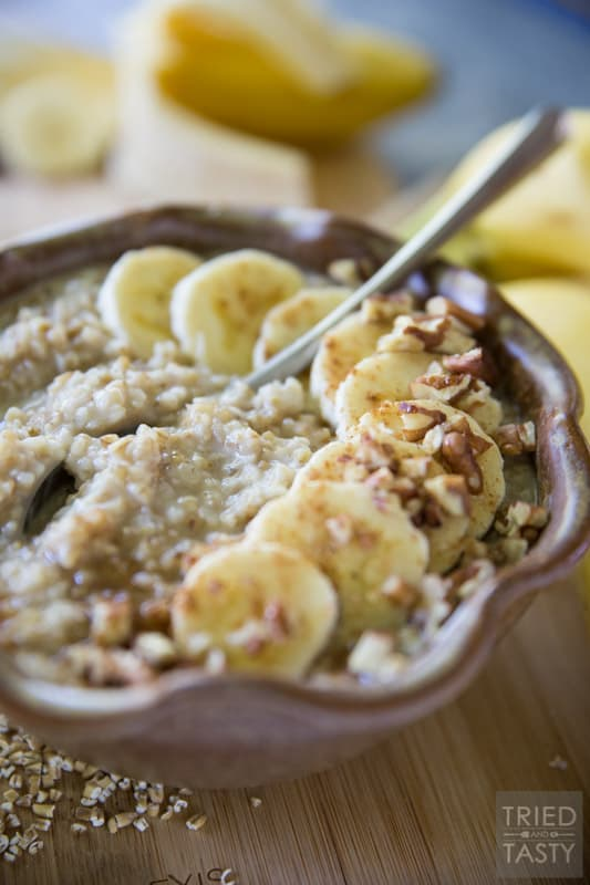 Banana Cream Pie Oatmeal // This healthy oatmeal will make you think you're having dessert for breakfast. Made with simple wholesome ingredients, you'll love this for weekend brunch, holiday breakfast, or any morning in between! | Tried and Tasty