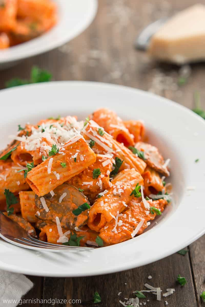 Copycat Roasted Red Pepper Pasta Brio // Garnish & Glaze