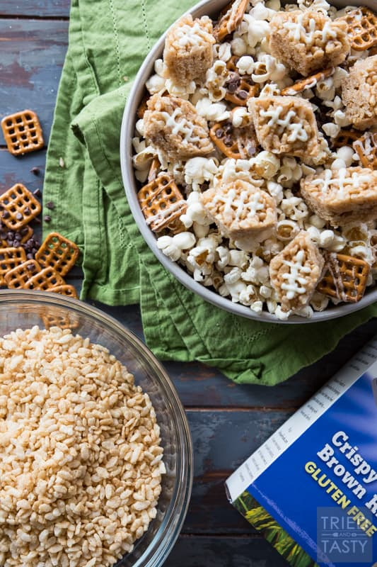 Football Snack Mix // This amazing football mix is perfect for your Super Bowl party. Say goodbye to plain old popcorn, and hello to the sweet and salty flavors of this delectable mix! | Tried and Tasty